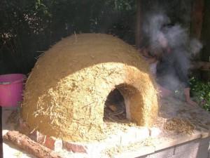 Jag håller 3 kurser i självförsörjande denna sommar: hur att bygga med lera (kubbväggar och ugn
